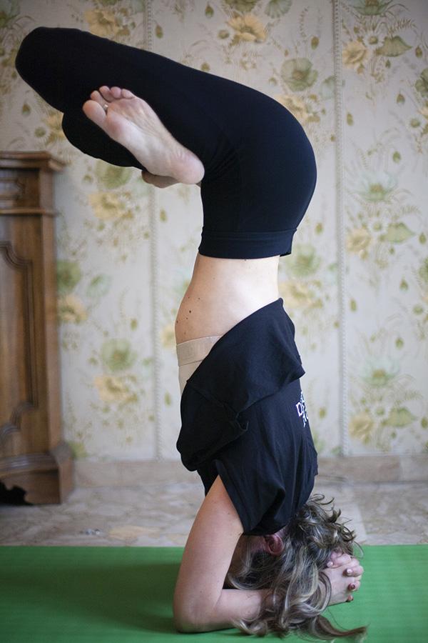 insegnante per imparare lo yoga a casa tua